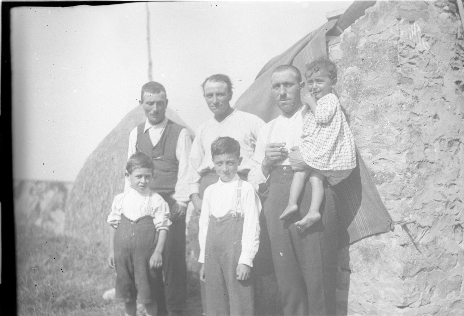 Foto di contadini con bambini